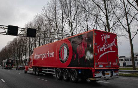 Droomparken vrachtwagen achter