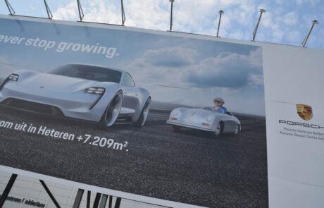 Mega-bordbusters Porsche zijkant